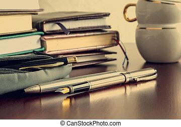 libri, penne, caffè