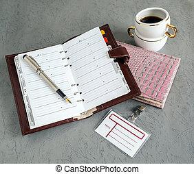 libri, penne, distintivo, caffè