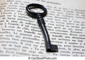 libro abierto, viejo, llave