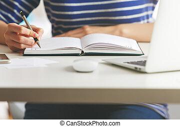 libro copertina dura, organizzatore, scrittura donna