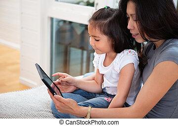 libro electrónico, hija, lectura, madre