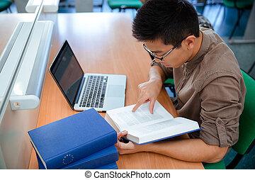 libro, maschio, asiatico, lettura studente