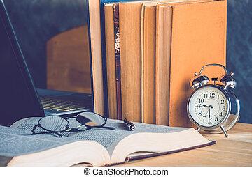 libro, orologio