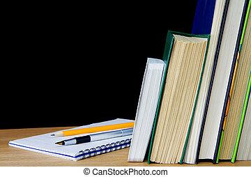 libros, pluma, lápiz, cuaderno