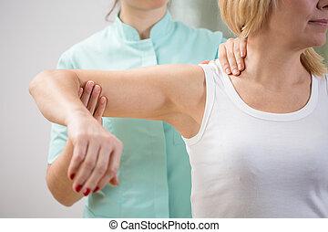 lichamelijke therapist, diagnosticeren, patiënt