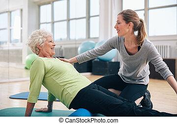 lichamelijke therapist, werkende , met, een, oude vrouw, op, rehab