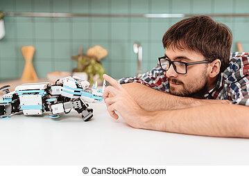 licht, modern, roboter, kitchen., nächste, him., posierend, berührt, kerl, liegen, er