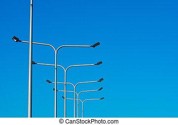 licht, paal, tegen, blauwe hemel