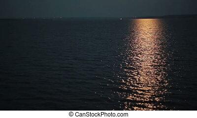 licht, weerspiegelingen, in het water, op de avond
