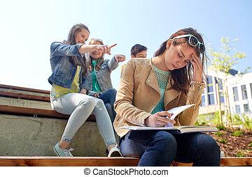 lidande, klasskamrater, flicka studerande, gyckel