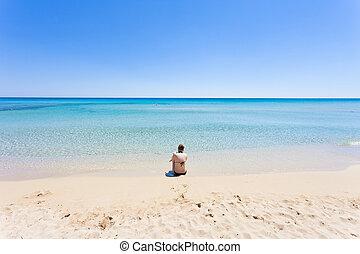 lido, gegen, venere, sitzen, -, junges schauen, apulia, horizont, mutter, sandstrand