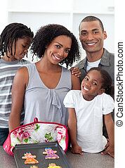 liebende familie, ausstellung, handgearbeitet, pl�tzchen