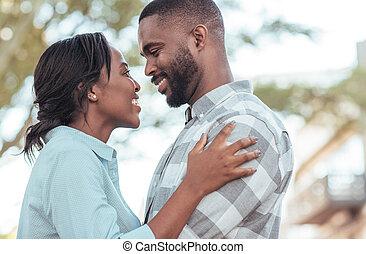 liebevoll, junger, afrikanisch, paar, stehende , zusammen, draußen