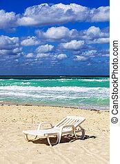liegestuhl, auf, a, sandstrand