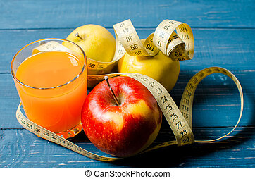 lifestyle., loss., アップル, 重量, ジュース, 健康, バックグラウンド。, テープ, 食物, measure., オレンジ, 木製である