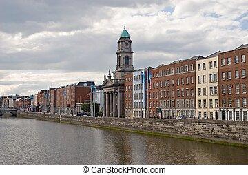 liffey río, dublín, irlanda