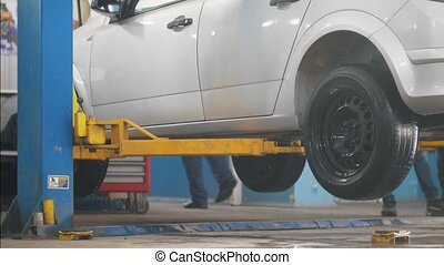Lifted car in professional service - the collapse of...