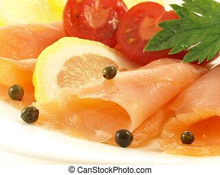 Light meal with samlon - Ligh salmon, tomatoes and lemon for...
