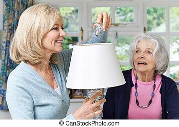 lightbulb, femme, femme, portion, lampe, voisin, personne agee, changement