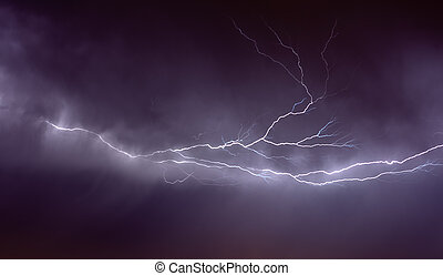 lightning strike in the darkness - the Detailed lightning ...
