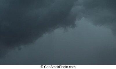 lightning in the sky nochno.