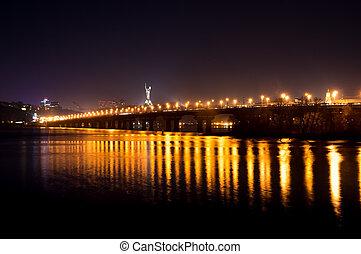 Lights on the Kiev's bridge at night
