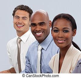ligne, affaires gens, sourire, multi-ethnique