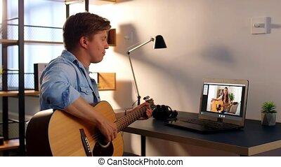 ligne apprenant, guitare, homme, maison, jeu