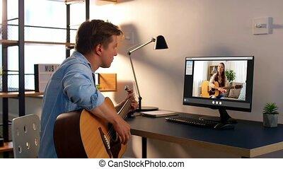 ligne, maison, homme, jeu, apprentissage, guitare