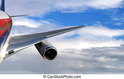 lijnvliegtuig, vliegen, in, hoog, bewolkte hemel