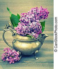 lila, blomningen, bukett, på, trä, bakgrund., retro designa