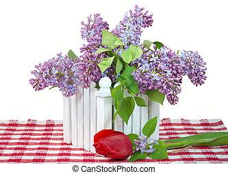 lila, blumengebinde, mit, rote tulpe