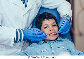 lille dreng, hos, regelmæssig, dental check-up