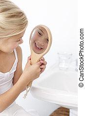 lille pige, have morskab, hos, en, spejl