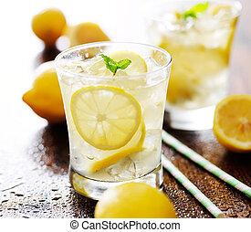 limonade, in, a, glas, mit, minze, garnierung