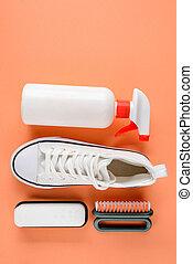 limpiador, blanco, zapatilla, fondo anaranjado, rociar, ...