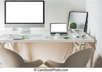 limpio, oficina, escritorio, con, computadora, y, computador portatil