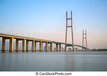 lina, stayed, most, na, zmierzch