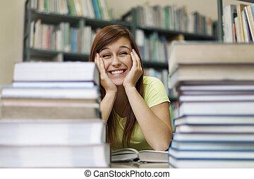 lindo, estudiante, en, biblioteca