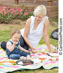 lindo, madre e hija, tener un picnic, juntos