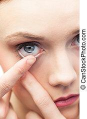 lindo, modelo, ser aplicable, lente de contacto
