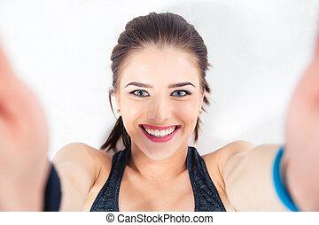 lindo, mujer, foto, selfie, elaboración, sonriente