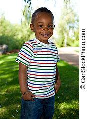 lindo, niño pequeño, norteamericano, africano, bebé, sonriente