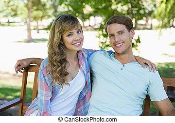 lindo, pareja, sentar banco, en, el