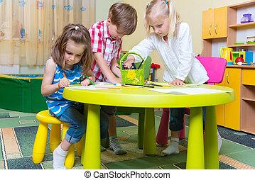 lindo, poco, niños, grupo, juego, preescolar