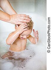 lindo, viejo, relajante, niño, toma, espuma, dos, baño, año