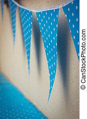 linea, di, colorito, blu, decorazioni partito, bandiere, con, bianco, stelle, illustrazione, appendere, da, parete