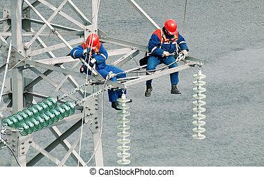 linemen, industriebedrijven, met hoog voltage, mast