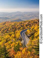 Blue Ridge Parkway in Autumn - Linn cove viaduct on the Blue...