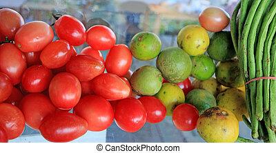 linsen, zitrone, kopfsalat, tomaten